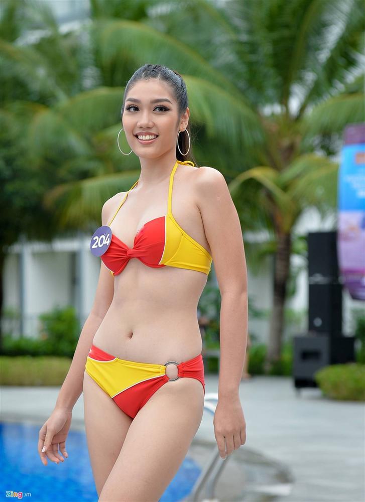 Thúy Vân tự tin diễn bikini sau sự cố lộ vòng một-13