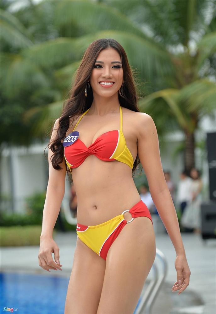 Thúy Vân tự tin diễn bikini sau sự cố lộ vòng một-4