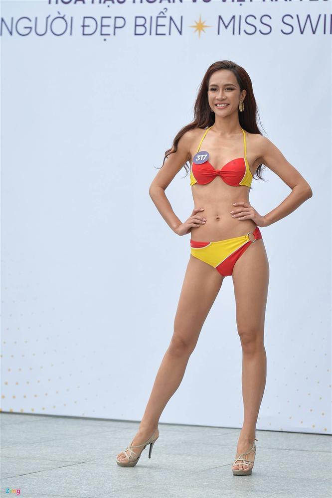 Thúy Vân tự tin diễn bikini sau sự cố lộ vòng một-6