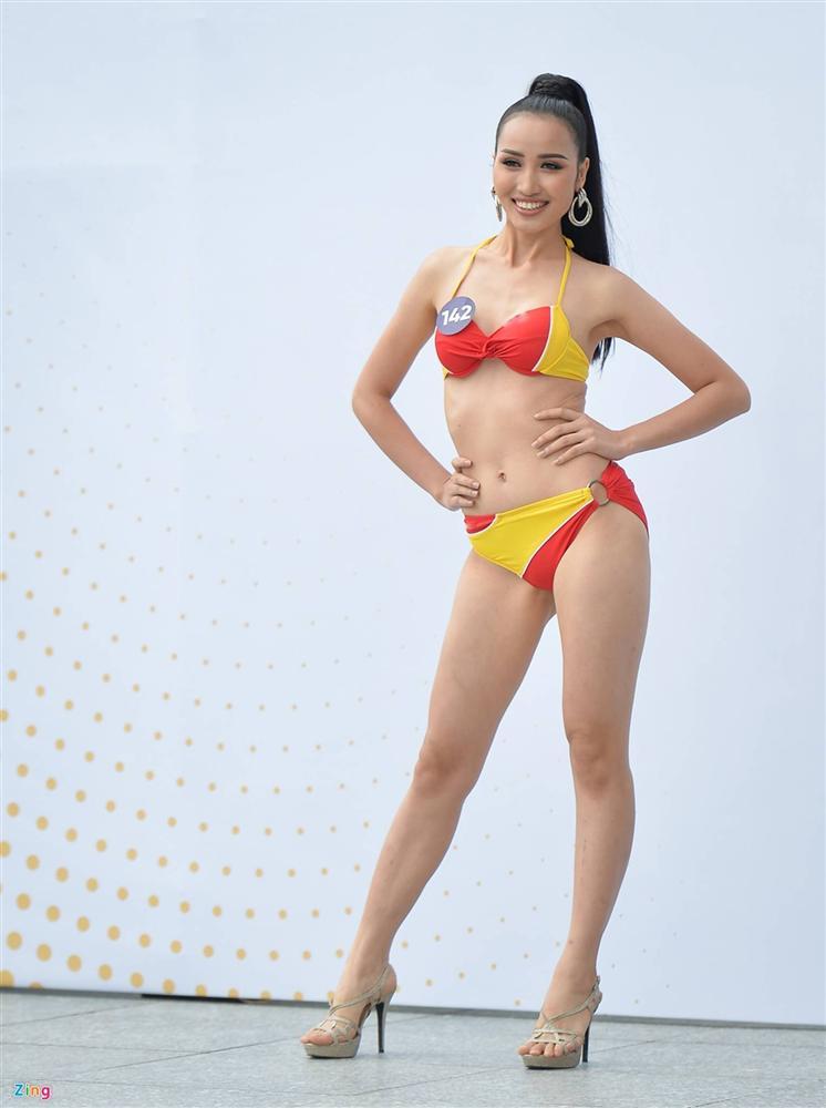 Thúy Vân tự tin diễn bikini sau sự cố lộ vòng một-7