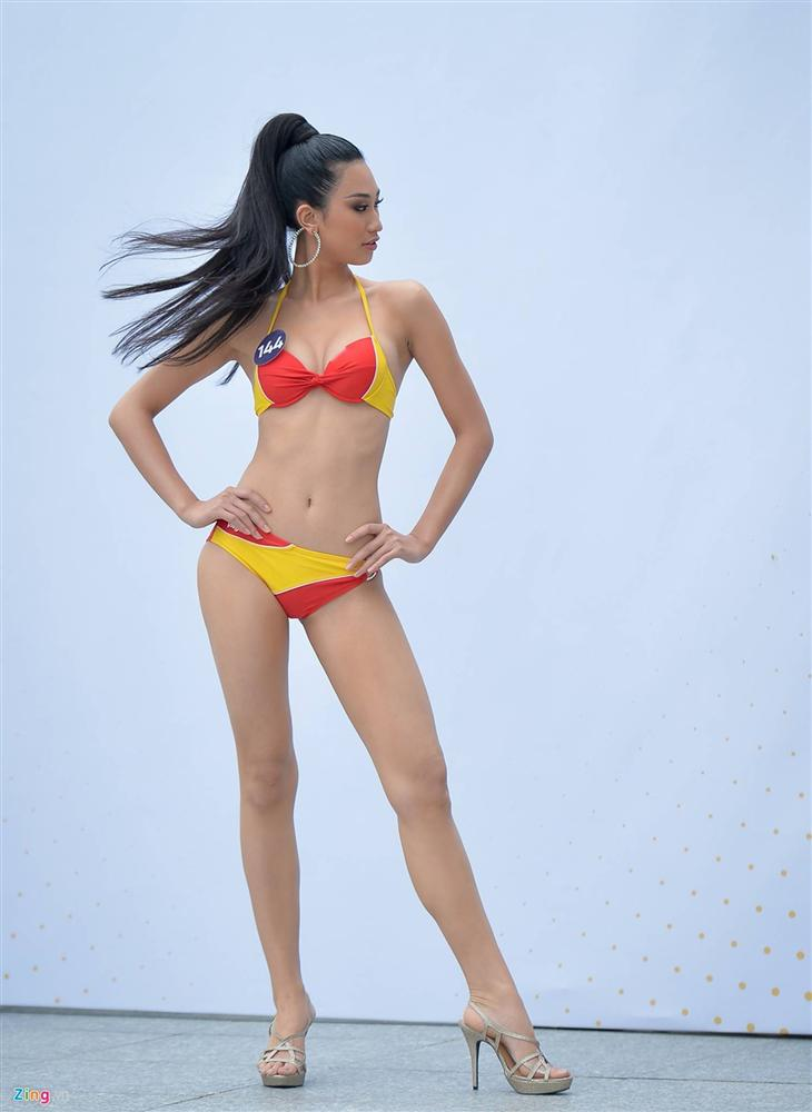 Thúy Vân tự tin diễn bikini sau sự cố lộ vòng một-9