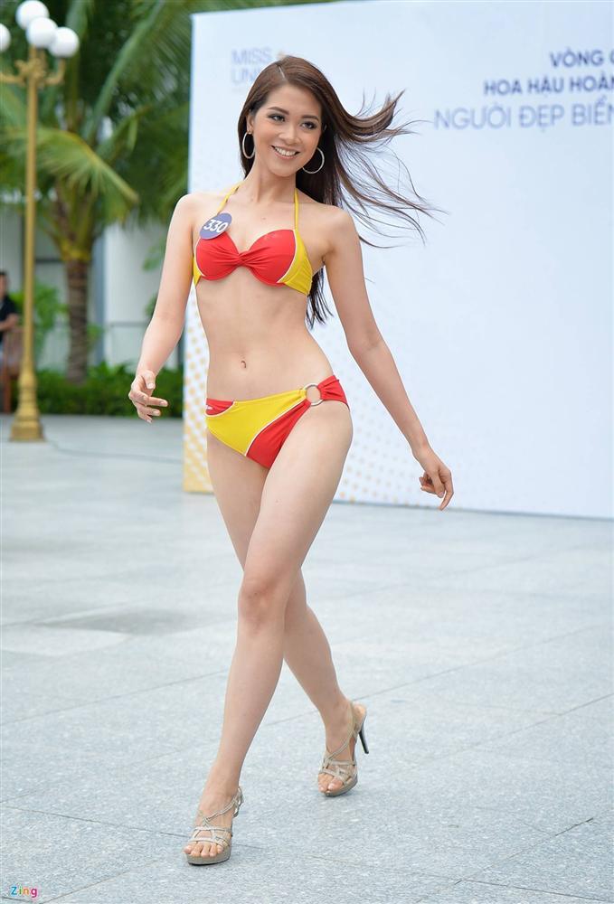 Thúy Vân tự tin diễn bikini sau sự cố lộ vòng một-10