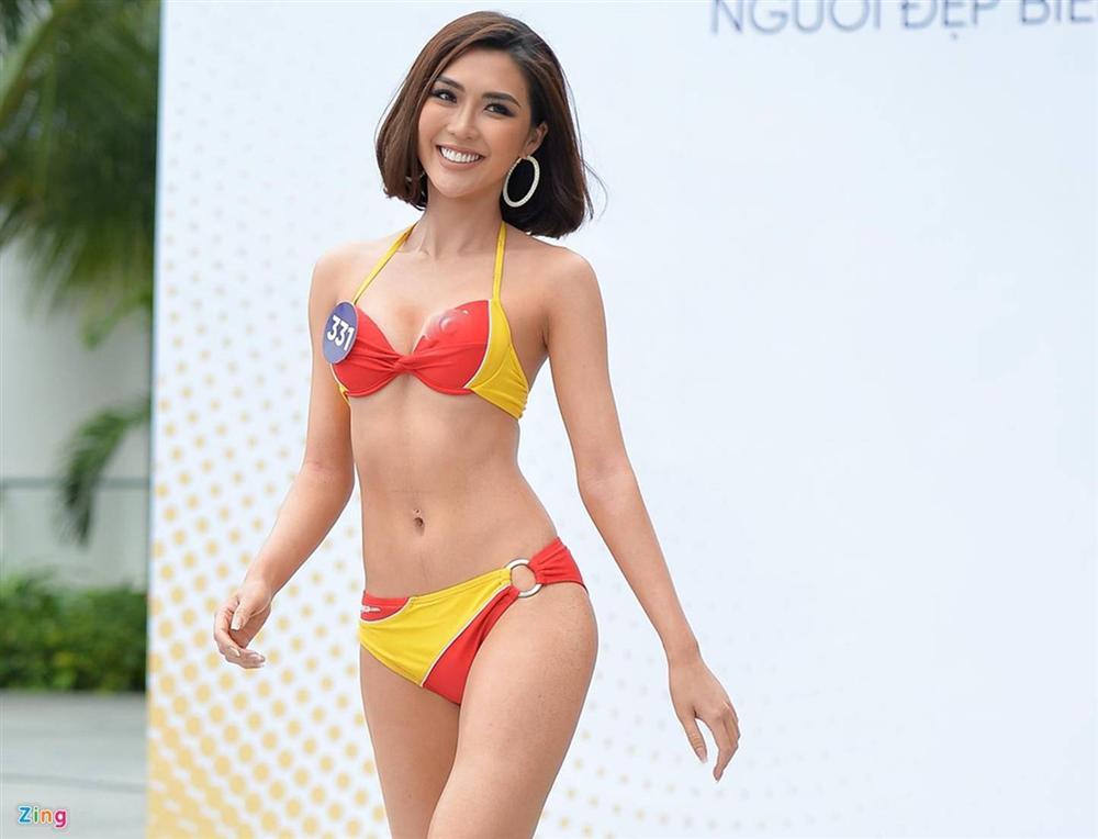 Thúy Vân tự tin diễn bikini sau sự cố lộ vòng một-18