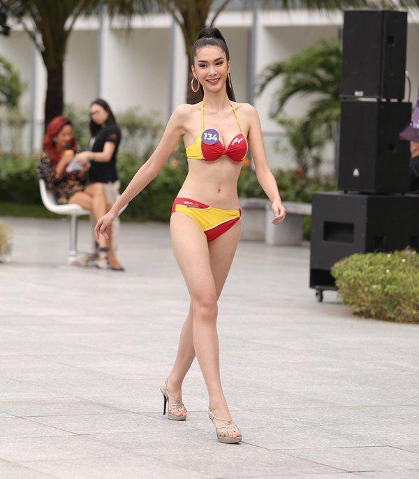Top 45 thí sinh của Hoa hậu Hoàn vũ Việt Nam 2019 khoe body quyến rũ trong phần thi Người đẹp biển-6