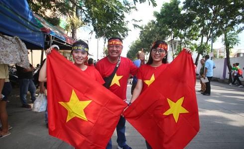 Việt Nam cho Thái Lan thành cựu vương sau trận hòa 2-2, tiến thẳng vào bán kết SEA Games với ngôi đầu bảng-15