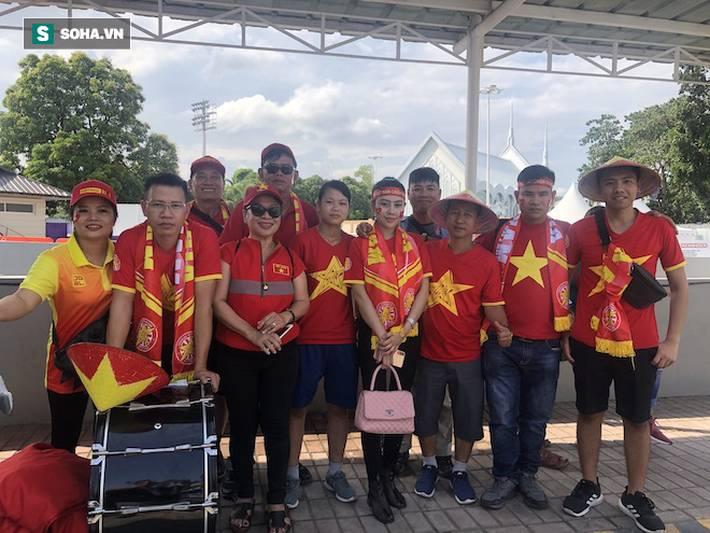 Fan Việt nhuộm đỏ SVĐ Binan, dự đoán chiến thắng áp đảo cho đội nhà-1