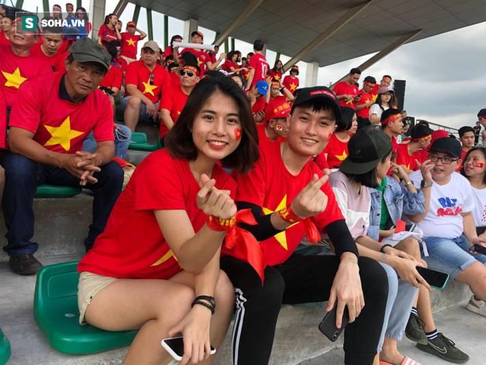 Fan Việt nhuộm đỏ SVĐ Binan, dự đoán chiến thắng áp đảo cho đội nhà-4