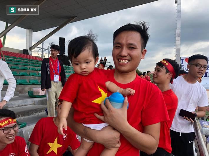 Fan Việt nhuộm đỏ SVĐ Binan, dự đoán chiến thắng áp đảo cho đội nhà-5
