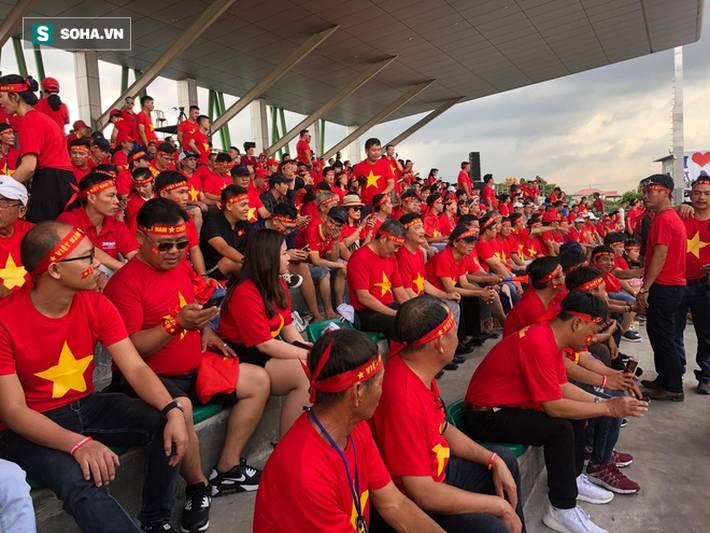 Fan Việt nhuộm đỏ SVĐ Binan, dự đoán chiến thắng áp đảo cho đội nhà-6