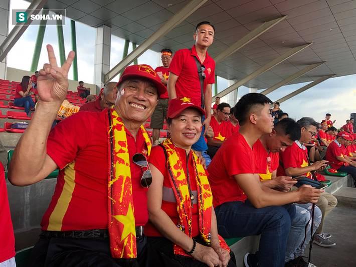 Fan Việt nhuộm đỏ SVĐ Binan, dự đoán chiến thắng áp đảo cho đội nhà-7