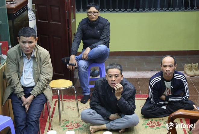 Phút trầm ngâm, lo lắng của các bậc sinh thành khi Quang Hải bị chấn thương-5