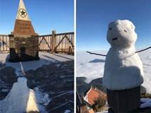 Băng tuyết đầu mùa phủ trắng đỉnh Fansipan, dự báo một mùa tuyết rơi đẹp đến ngỡ ngàng