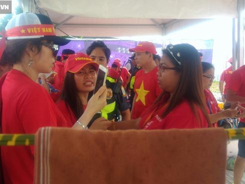 BTC SEA Games ra quy định lạ, CĐV Việt Nam đi xem trận quyết đấu với Thái Lan gặp khó
