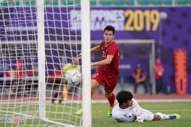 Việt Nam cho Thái Lan thành cựu vương sau trận hòa 2-2, tiến thẳng vào bán kết SEA Games với ngôi đầu bảng-10