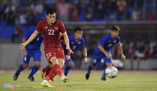 Việt Nam cho Thái Lan thành cựu vương sau trận hòa 2-2, tiến thẳng vào bán kết SEA Games với ngôi đầu bảng-1
