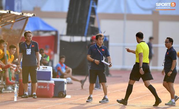 Trợ lý HLV Park Hang-seo bất ngờ phải nhận thẻ vàng trong trận U22 Việt Nam gặp U22 Thái Lan-1