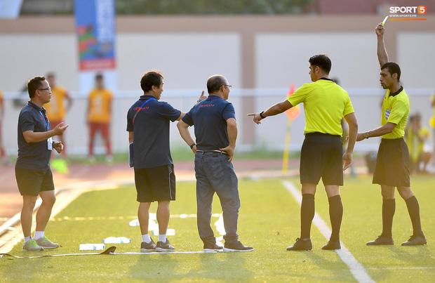 Trợ lý HLV Park Hang-seo bất ngờ phải nhận thẻ vàng trong trận U22 Việt Nam gặp U22 Thái Lan-3