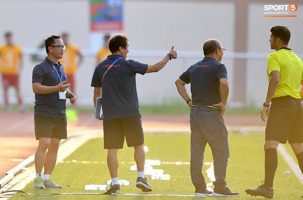 Trợ lý HLV Park Hang-seo bất ngờ phải nhận thẻ vàng trong trận U22 Việt Nam gặp U22 Thái Lan-4
