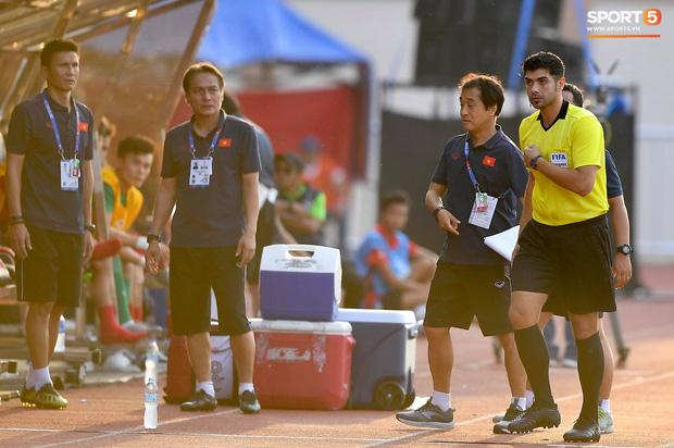 Trợ lý HLV Park Hang-seo bất ngờ phải nhận thẻ vàng trong trận U22 Việt Nam gặp U22 Thái Lan-5