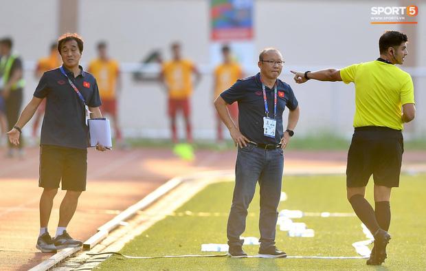 Trợ lý HLV Park Hang-seo bất ngờ phải nhận thẻ vàng trong trận U22 Việt Nam gặp U22 Thái Lan-6