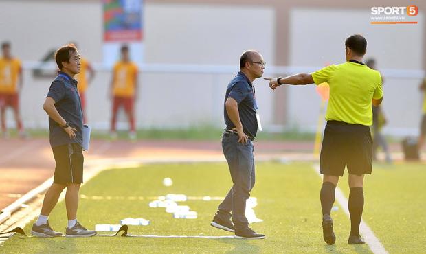 Trợ lý HLV Park Hang-seo bất ngờ phải nhận thẻ vàng trong trận U22 Việt Nam gặp U22 Thái Lan-7