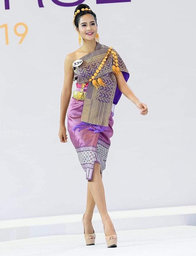 4 cô gái Lào hot ở Việt Nam mặc đồ truyền thống lẫn hiện đại đều thu hút-2