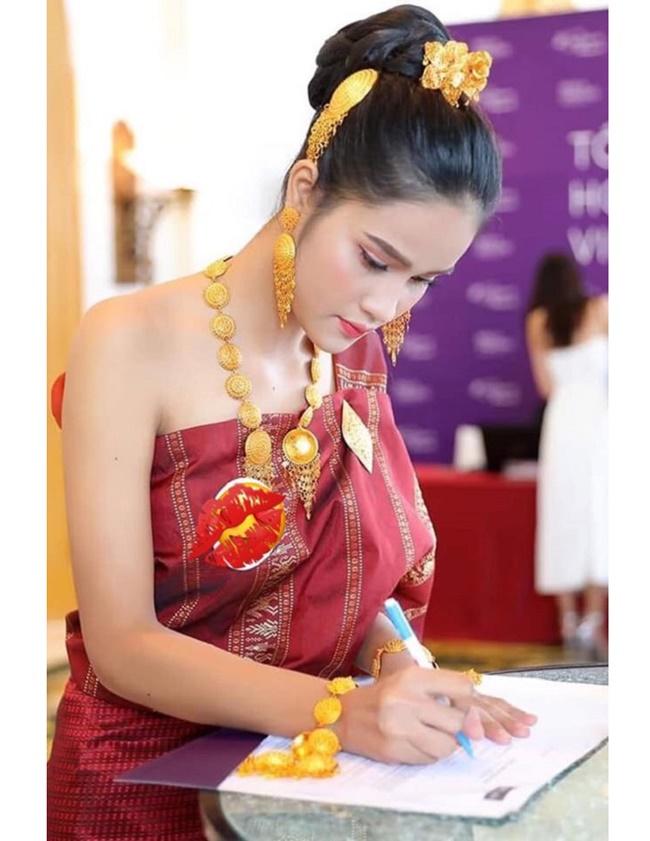 4 cô gái Lào hot ở Việt Nam mặc đồ truyền thống lẫn hiện đại đều thu hút-3