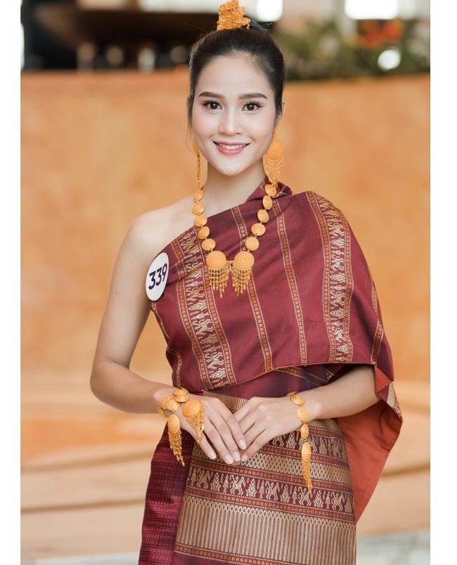4 cô gái Lào hot ở Việt Nam mặc đồ truyền thống lẫn hiện đại đều thu hút-7