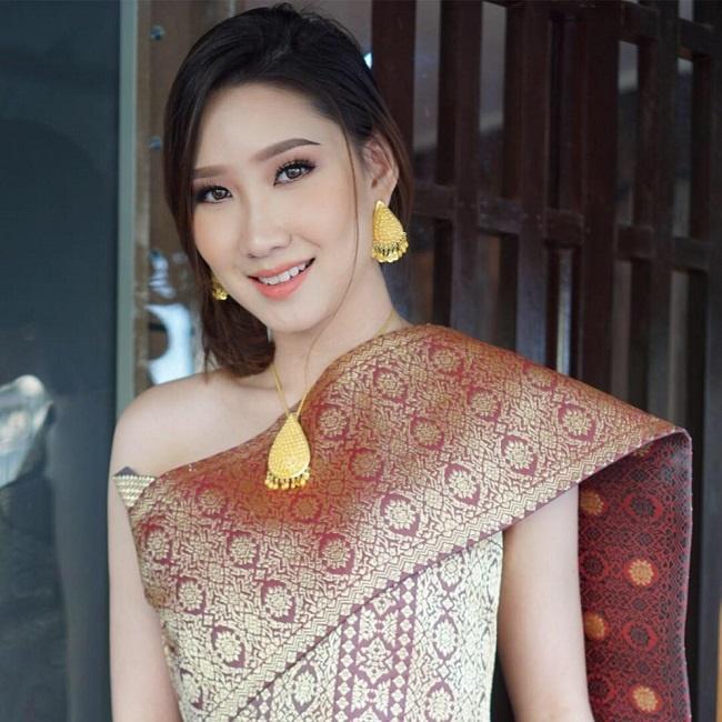 4 cô gái Lào hot ở Việt Nam mặc đồ truyền thống lẫn hiện đại đều thu hút-20