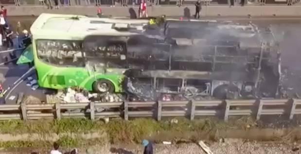 Xe giường nằm cháy dữ dội khi đang chạy, Quốc lộ 1A ách tắc nhiều giờ-7