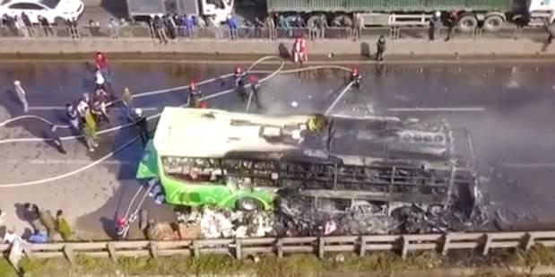 Xe giường nằm cháy dữ dội khi đang chạy, Quốc lộ 1A ách tắc nhiều giờ-8