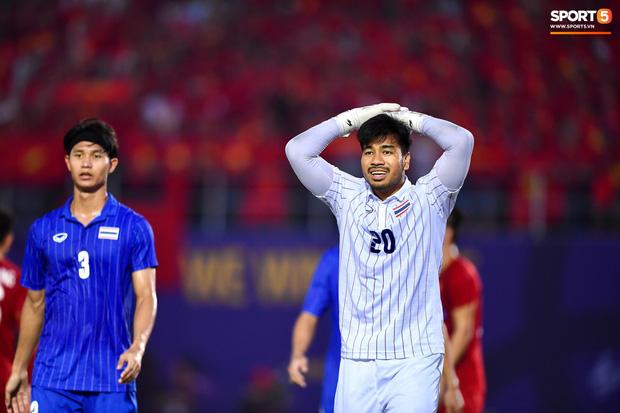 Thủ môn Thái Lan lần đầu lên tiếng về pha đá lại phạt đền trong trận gặp Việt Nam: Trọng tài đã có một quyết định đáng xấu hổ-1