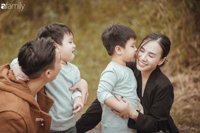 Gia đình Quỳnh Trâm - Baggio khoe bộ ảnh Sài Gòn se lạnh đẹp đến nao lòng, biểu cảm cực đáng yêu của 2 bé sinh đôi khiến ai cũng thích thú-1