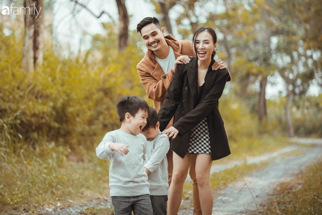 Gia đình Quỳnh Trâm - Baggio khoe bộ ảnh Sài Gòn se lạnh đẹp đến nao lòng, biểu cảm cực đáng yêu của 2 bé sinh đôi khiến ai cũng thích thú-2