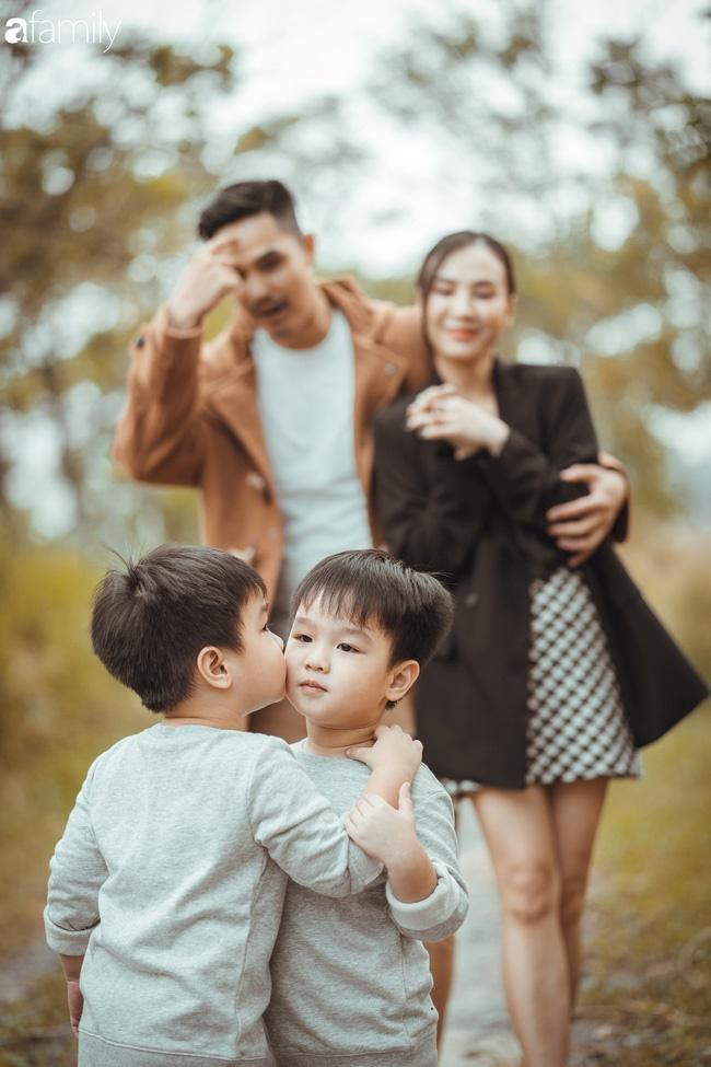 Gia đình Quỳnh Trâm - Baggio khoe bộ ảnh Sài Gòn se lạnh đẹp đến nao lòng, biểu cảm cực đáng yêu của 2 bé sinh đôi khiến ai cũng thích thú-3