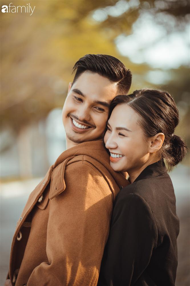 Gia đình Quỳnh Trâm - Baggio khoe bộ ảnh Sài Gòn se lạnh đẹp đến nao lòng, biểu cảm cực đáng yêu của 2 bé sinh đôi khiến ai cũng thích thú-8