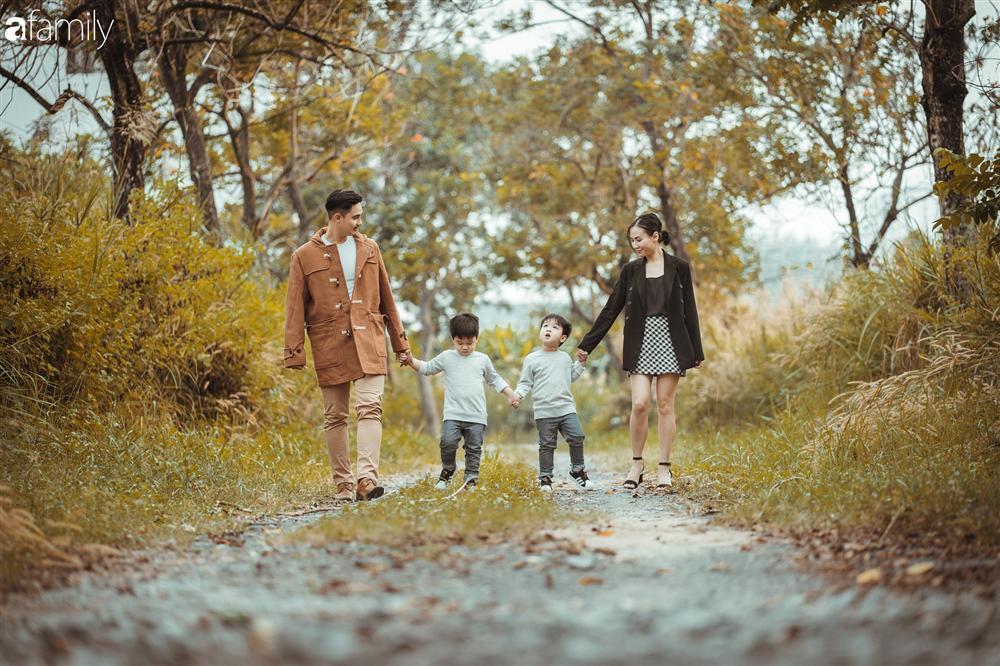 Gia đình Quỳnh Trâm - Baggio khoe bộ ảnh Sài Gòn se lạnh đẹp đến nao lòng, biểu cảm cực đáng yêu của 2 bé sinh đôi khiến ai cũng thích thú-9