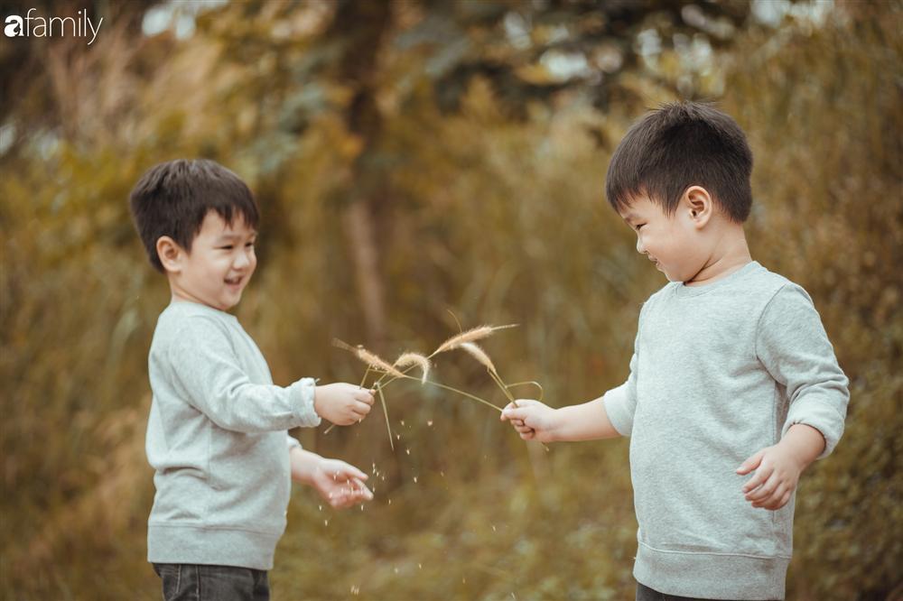 Gia đình Quỳnh Trâm - Baggio khoe bộ ảnh Sài Gòn se lạnh đẹp đến nao lòng, biểu cảm cực đáng yêu của 2 bé sinh đôi khiến ai cũng thích thú-11