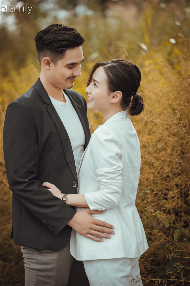 Gia đình Quỳnh Trâm - Baggio khoe bộ ảnh Sài Gòn se lạnh đẹp đến nao lòng, biểu cảm cực đáng yêu của 2 bé sinh đôi khiến ai cũng thích thú-16