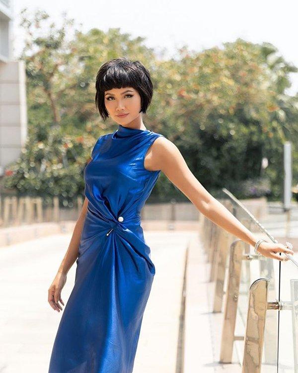 Xanh cổ điển được công bố là màu của năm 2020, sao Việt nào đã đón đầu xu hướng?-8