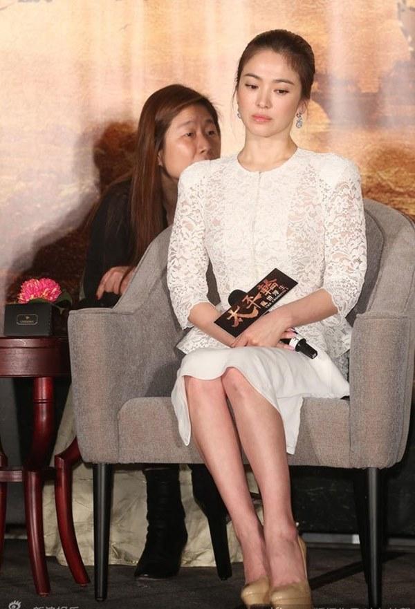 Việt Nam có Nhã Phương thì Hàn Quốc có Song Hye Kyo luôn ghi điểm với đồ trắng-7