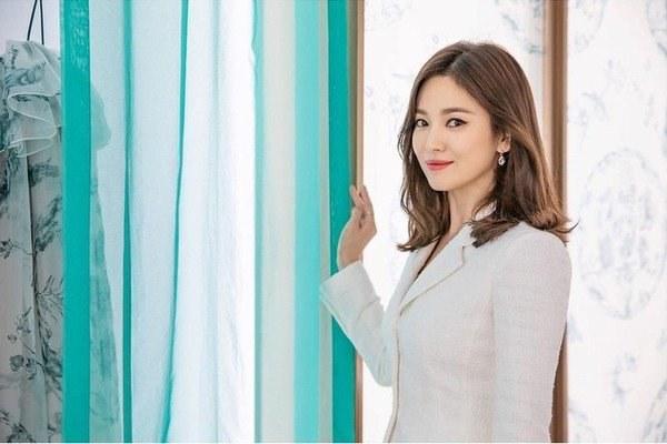 Việt Nam có Nhã Phương thì Hàn Quốc có Song Hye Kyo luôn ghi điểm với đồ trắng-8