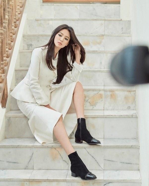 Việt Nam có Nhã Phương thì Hàn Quốc có Song Hye Kyo luôn ghi điểm với đồ trắng-9