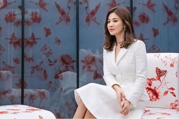 Việt Nam có Nhã Phương thì Hàn Quốc có Song Hye Kyo luôn ghi điểm với đồ trắng-10