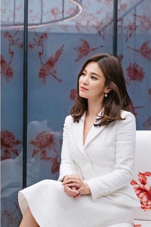 Việt Nam có Nhã Phương thì Hàn Quốc có Song Hye Kyo luôn ghi điểm với đồ trắng-11