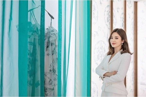 Việt Nam có Nhã Phương thì Hàn Quốc có Song Hye Kyo luôn ghi điểm với đồ trắng-12