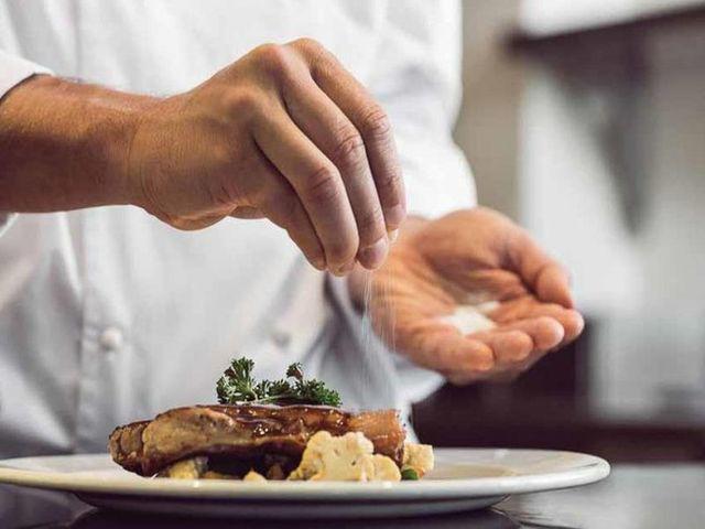 Bác sĩ liệt kê 5 thực phẩm giết não bộ, không muốn con kém thông minh thì hạn chế dùng-3