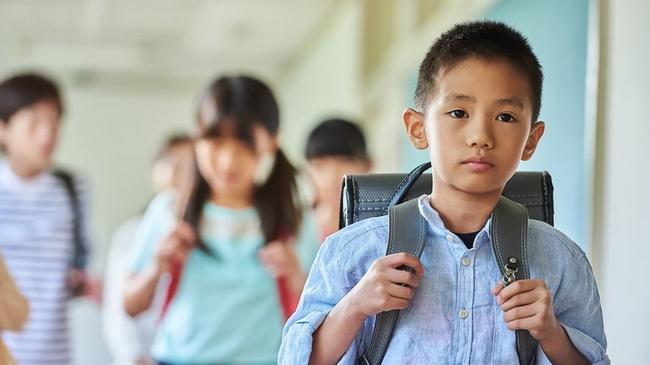 Bài văn nguệch ngoạc, gạch xóa của học sinh lớp 6 kể về kỷ niệm mất giày đầy xúc động, hoàn cảnh éo le khiến ai nấy xót xa-2