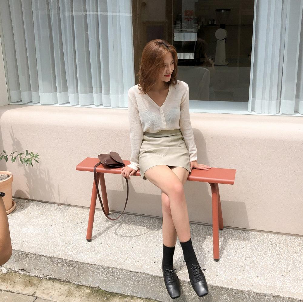 """Rất khó để chị em ngó lơ"""" 4 công thức diện áo len + chân váy xinh xắn quá mức quy định này-10"""