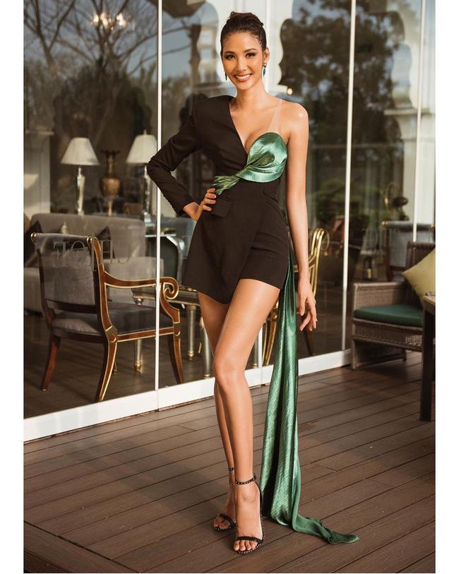 Hoàng Thùy tại Miss Universe 2019: Trang phục đầu tư đã đành, giày cao gót cũng chưa đôi nào đi lại lần 2 kể từ khi sang Mỹ-1